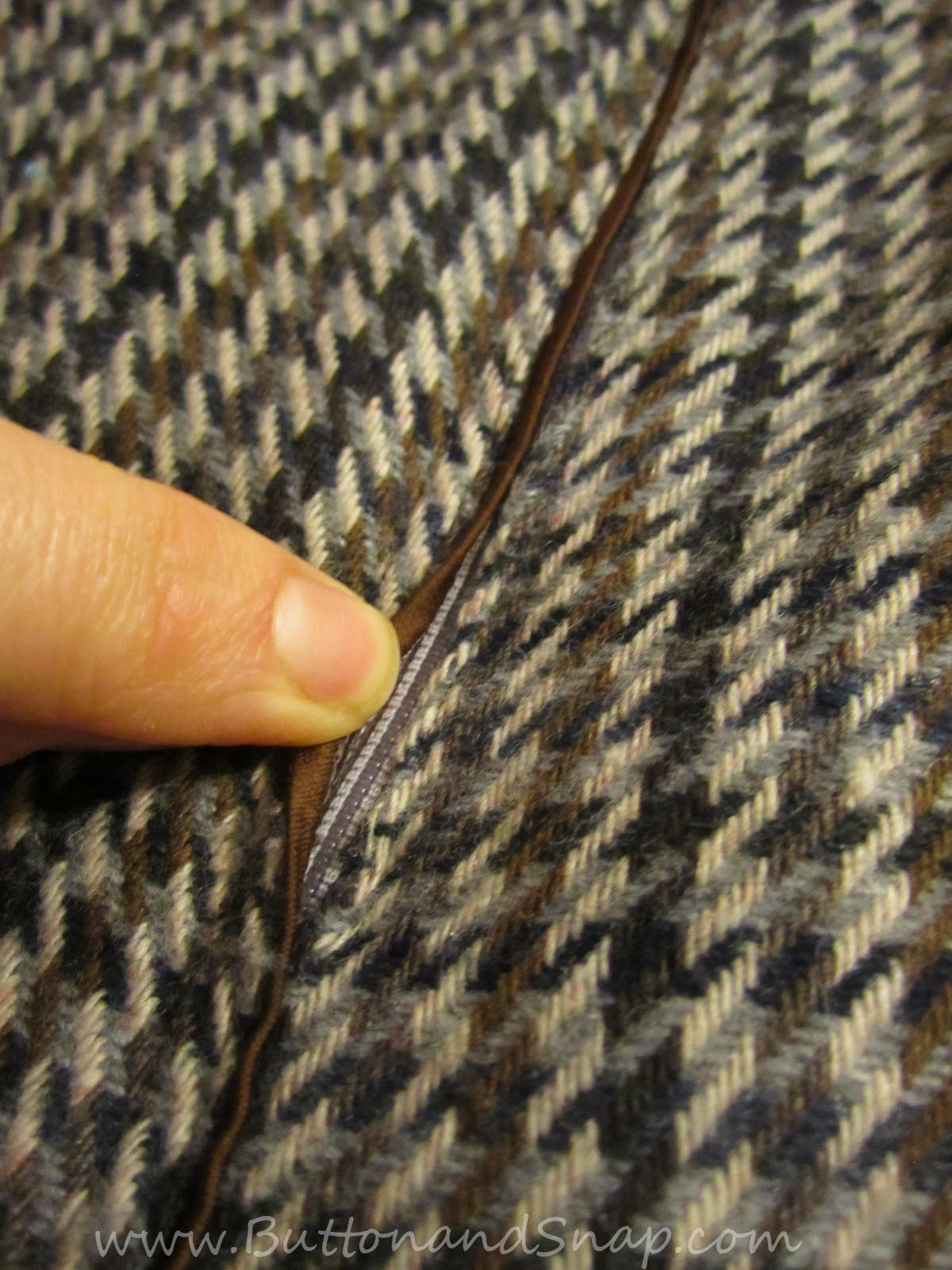 Zipper inserted with bias binding
