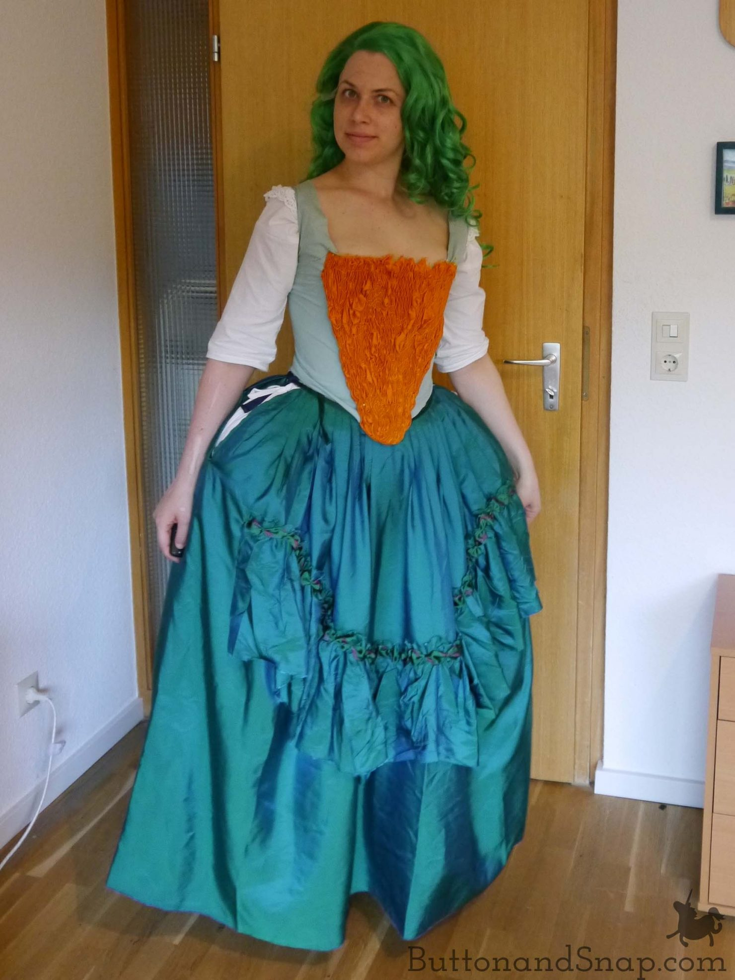 Trying on_Skirt_Stomacher